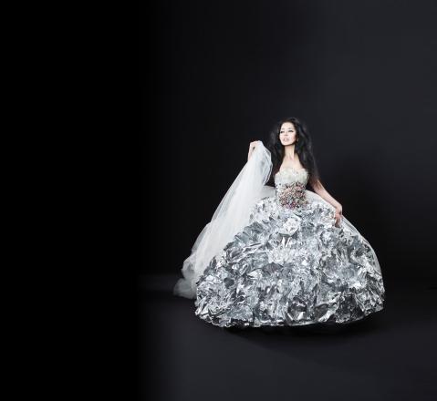 Aluminium based Future Fashion Weddingdress – Ayse Byzanz