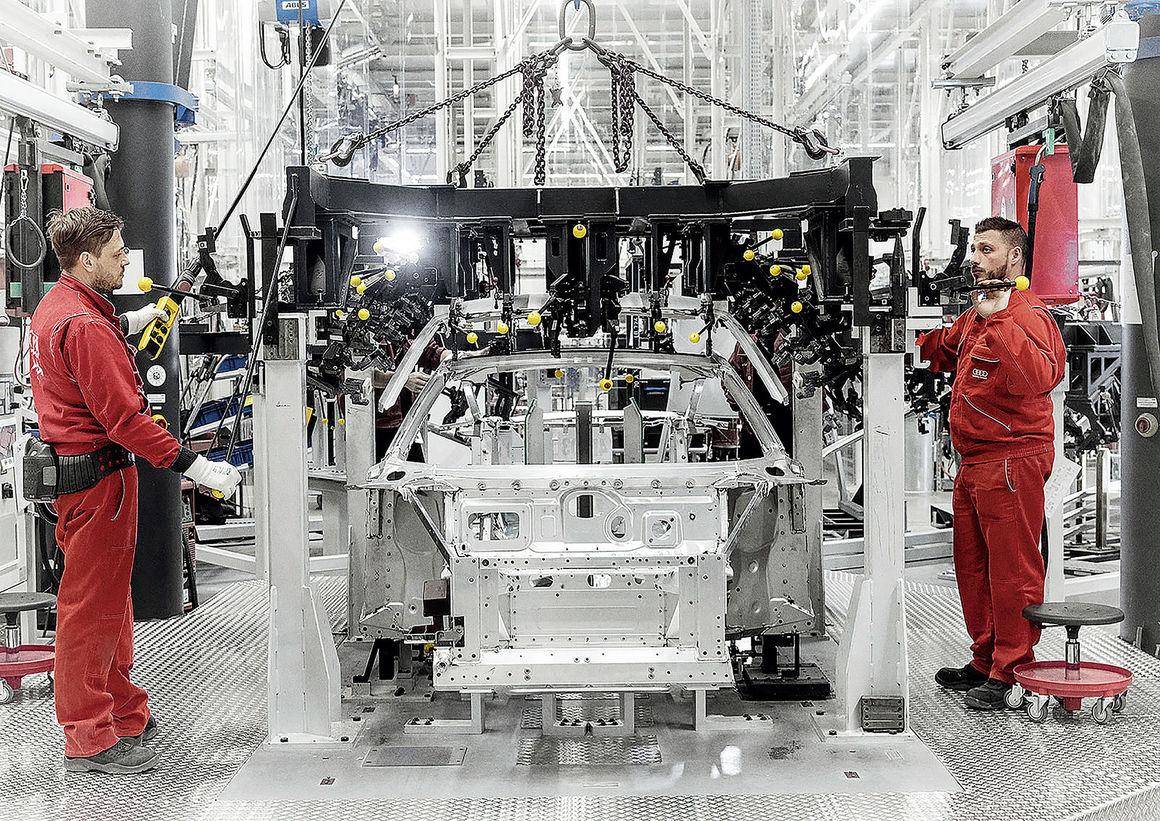 R8 production at Audi Böllinger Höfe