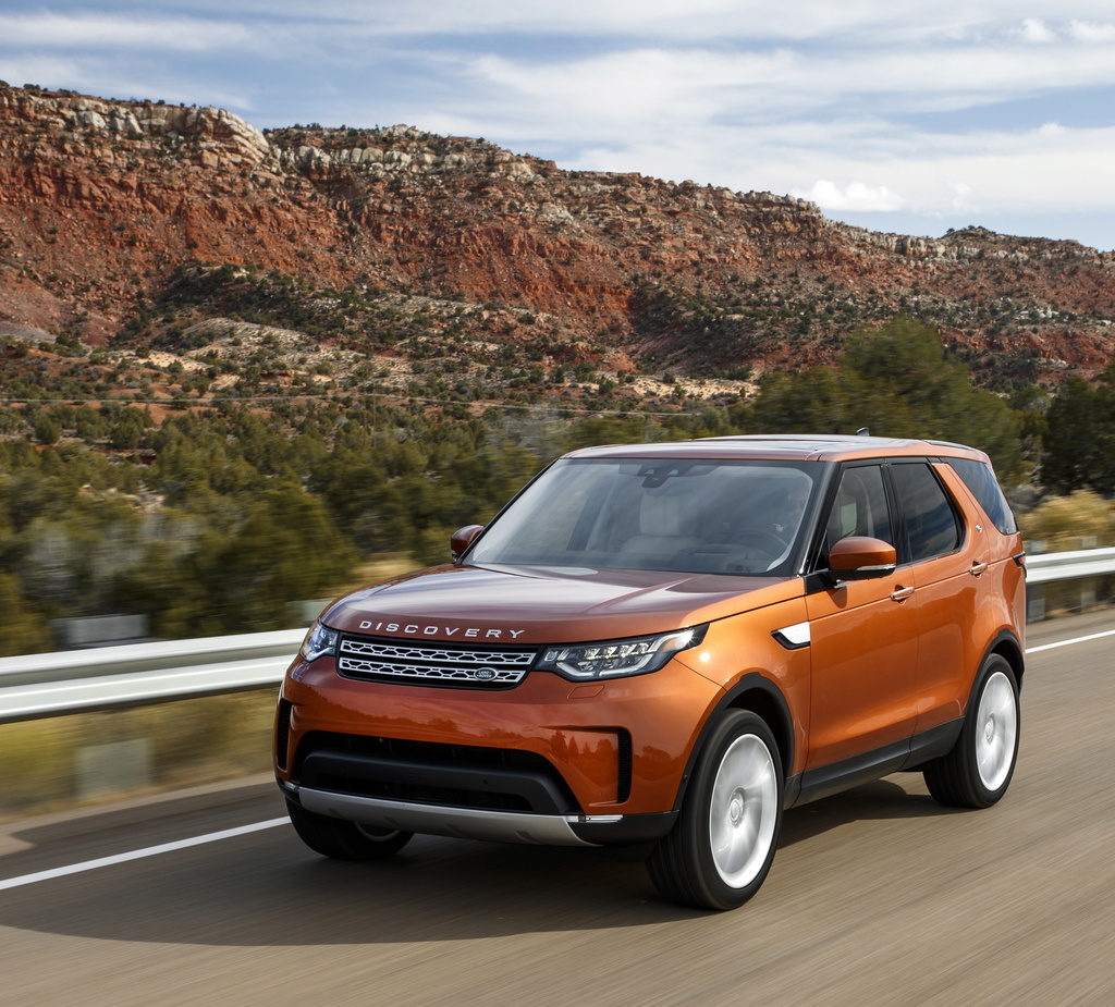 The new Land Rover Discovery features a lightweight aluminium construction that saves 480 kg in weight and delivers enhanced efficiency and reduced CO2 emissions.
