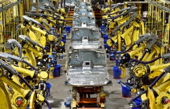Kentucky Truck Plant's advanced manufacturing technologies and tools are helping Ford upskill its workforce and deliver better quality Lincoln Navigators and Ford Expeditions to customers more quickly.