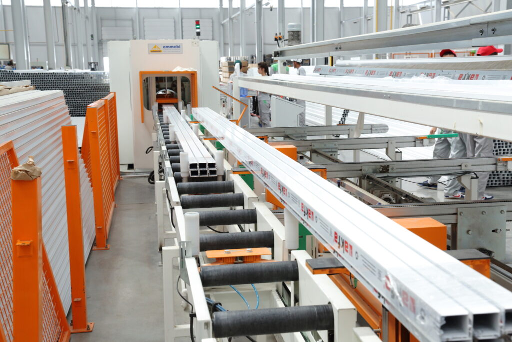 Figure 2. The automated aluminum packing system ensures that profiles are properly protected during shipment.